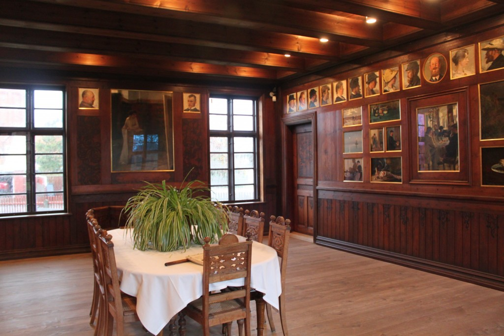 ehem. Speisesaal aus Brøndums Hotel mit den Portraits der Künstler